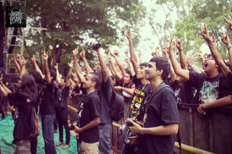 crowd during animals as leaders set at bangalore open air 2013 absurd history